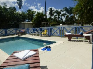 Cozy Studio Apartment with Pool - Holetown vacation rentals