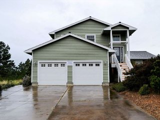 SEA ESCAPE~ MCA# 898 ~Spacious home with golf course view and hot tub! - Manzanita vacation rentals