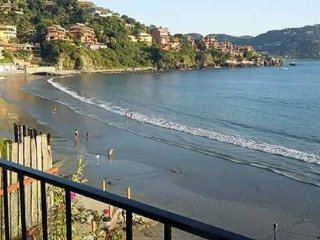 Beautiful family bungalow, located in madera beach. - Zihuatanejo vacation rentals