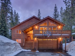 Amazing home in Tahoe Donner, private hot tub, deck - Towering Pines - Truckee vacation rentals