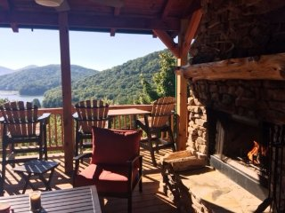 LIGHT`S LAKE OVERLOOK LODGE- 5BR/3BA- LUXURY CABIN WITH BEAUTIFUL MOUNTAIN AND - Blue Ridge vacation rentals