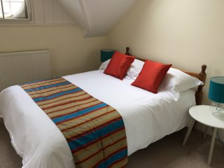 Spacious 2/3-bed Apartment in North Oxford Woodstock Road & parking! - Marston vacation rentals