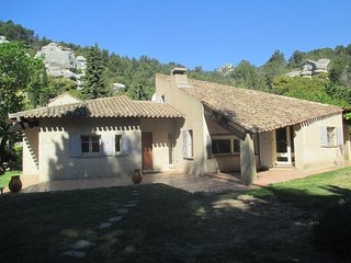 Superbe propriété en pleine colline - Les Baux vacation rentals