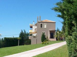 Cozy ground floor at a lovely villa - Eretria vacation rentals