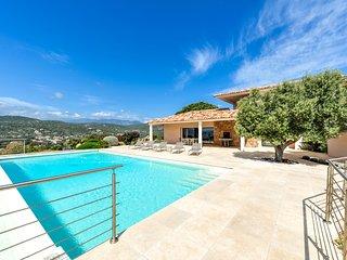 Villa avec piscine et vue imprenable près de Porto - Santa Giulia vacation rentals