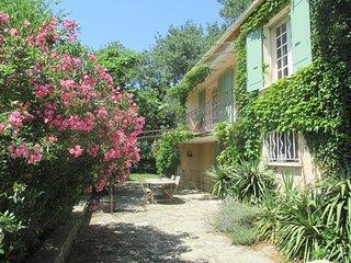 Belle maison de vacances dans les Alpilles pour 8 pers. - Fontvieille vacation rentals