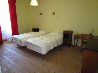Un grand gîte situé en sud-Aveyron situé à 3,5 km de Saint-Affrique, rte Tiergue - Saint-Affrique vacation rentals