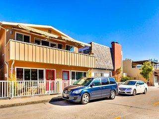 LOCATION, LOCATION, LOCATION -  Easy Walk to Bay, Restaurants and Bars! - Newport Beach vacation rentals