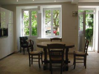 Bright 2 bedroom Flavigny-sur-Ozerain House with Washing Machine - Flavigny-sur-Ozerain vacation rentals