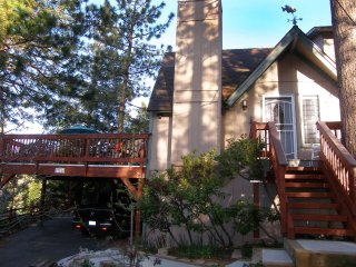 Ironwood Inn - Enjoy the majestic mountain and relaxing, beautiful lake settings - Blue Jay vacation rentals