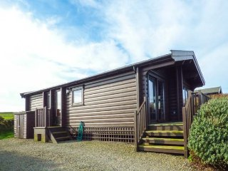 TY PREN, pet friendly cabin, close coastal path, veranda and grounds, Llanrhian near St Davids Ref 19630 - Saint Davids vacation rentals