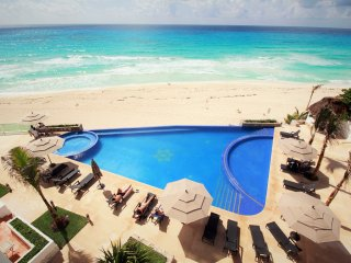 CLUB ZONE CONDO WITH INCREDIBLE VIEW AND BEACH - Cancun vacation rentals