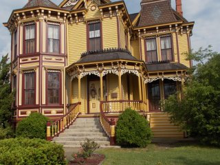 Victorian Smithfield House in Tourist Area near Williamsburg & Virginia Beach - Smithfield vacation rentals