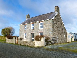 BANK HOUSE FARM, family friendly, character holiday cottage, with a garden in St Davids, Ref 5766 - Haverfordwest vacation rentals