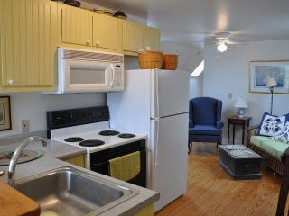 Cozy Condo with Deck and Internet Access - Boothbay Harbor vacation rentals