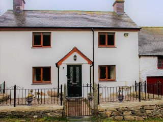 MAERDY COTTAGE detached farmhouse, high standard, woodburning stove, WiFi, Corwen, Ref 921088 - Corwen vacation rentals