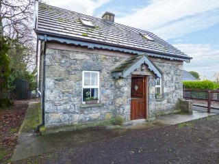 STONE COTTAGE, detached stone cottage, multi-fuel stove, ample parking, Tipperary, Ref 942648 - Tipperary vacation rentals