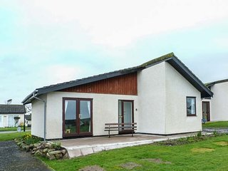 42 LAIGH ISLE, detached, single-storey chalet, WiFi, off road parking, sea views, in Isle of Whithorn, Ref 943981 - Isle Of Whithorn vacation rentals
