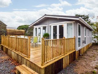 ORCHARD LODGE, detached, all ground floor, gas fire, hot tub, pet-friendly, nr Abersoch, Ref 950252 - Abersoch vacation rentals