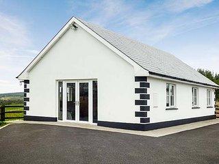 RADHARC NA SLEIBTHE, mountain views, ground floor, open fields, near Boyle, Ref 950274 - Boyle vacation rentals