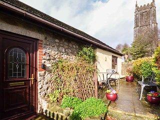 FAIRWATER MILL COTTAGE, pet-friendly, patio garden, close to shop and pub, in Kingsteignton, Ref 951767 - Kingsteignton vacation rentals