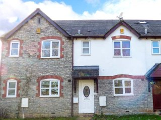 17 THE ORCHARD, two double bedrooms, garden, conservatory, nr Wotten-under-Edge, Ref 952160 - Tytherington vacation rentals