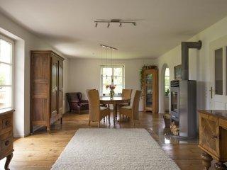 Hochwertige 5-Sterne Ferienwohnung mit Bergblick in unmittelbarer Chiemsee Nähe - Übersee vacation rentals