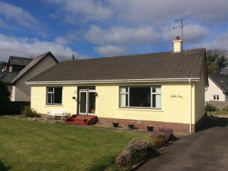 Comfortable 2 bedroom Lamlash Cottage with Internet Access - Lamlash vacation rentals