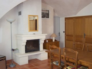 Domaine De Palejay (Anglo-French Couple) (22) Apartment with 2 bedrooms and 1 b - Rochefort du Gard vacation rentals