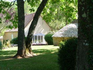 maison de charme, cadre d'exception et romantique écrin de verdure havre de paix - Cazals vacation rentals
