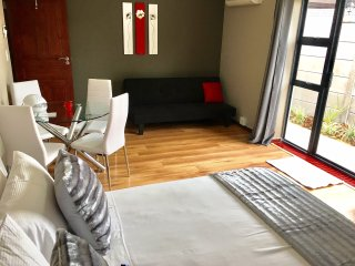 Azura Sleep - Self Catering Apartment Brackenfell - Brackenfell vacation rentals