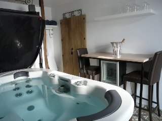 Cozy 2 bedroom Fontaine-Francaise House with Internet Access - Fontaine-Francaise vacation rentals