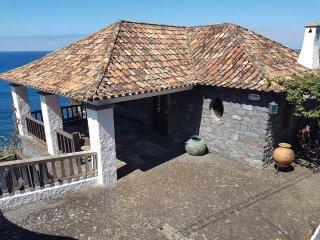 CASA DAS MEMORIAS, a place where time stands still. - Ponta Delgada vacation rentals