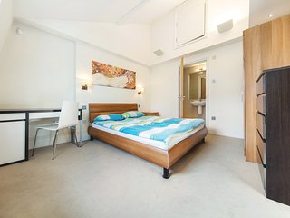 |Large 2 Bedrooms |2 Bathrooms| Apartment in Regent's Park | BH9404 - London vacation rentals