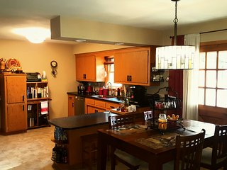 Spacious home- close to airport and to explore city! - Oak Creek vacation rentals
