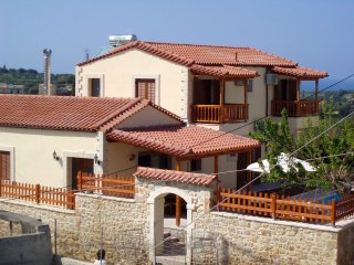 Comfortable 4 bedroom House in Asteri - Asteri vacation rentals