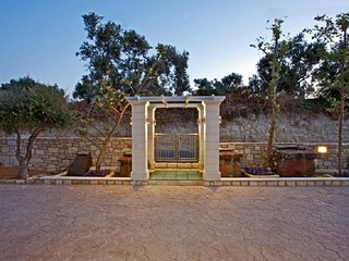 Beautiful House with Internet Access and A/C - Adelianos Kambos vacation rentals