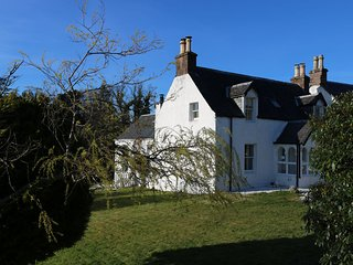 Bright holiday home set in mature gardens in Kyle of Lochalsh - Kyle of Lochalsh vacation rentals