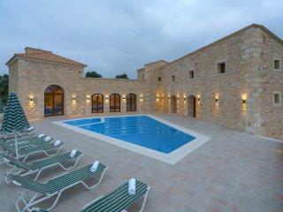 Bright 5 bedroom House in Asteri - Asteri vacation rentals