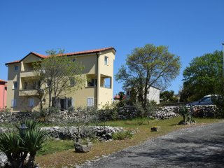 Nice Condo with Television and Balcony - Malinska vacation rentals