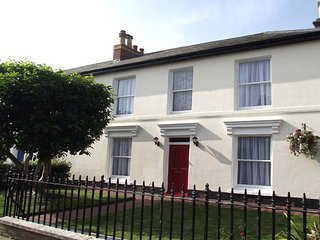 Peel House - a lovely 4 bedroom Georgian style house - Gosport vacation rentals