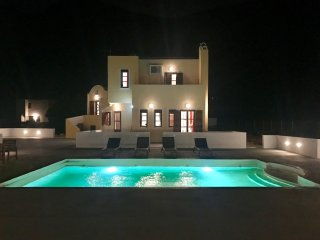 The SKYFALL – 3 Double Bed Villa - Black Beach - Perissa vacation rentals