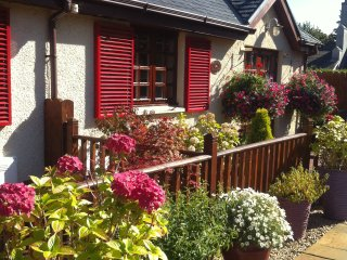 Beautiful 2 bedroom Cottage in Luss with Internet Access - Luss vacation rentals