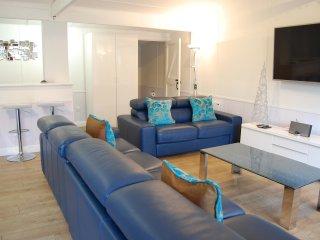 Studio apartment, sleeps 1-4 guests, pool table, table tennis, TV, bathroom, B&B - Shutford vacation rentals