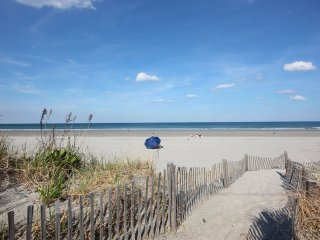 'Ocean's 26' Nantasket Beach Summer Dream - Hull vacation rentals
