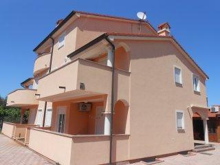 Cozy Silvano apartments 4+1 500 m from the sea app7 100084 - Fazana vacation rentals