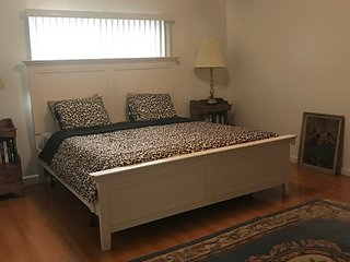 2BDR/2BA Beautiful Apartment In Burbank - Burbank vacation rentals