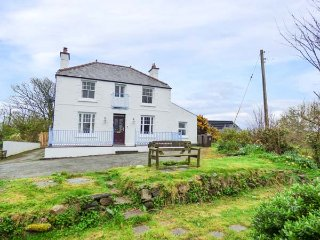 BRYN MOR, period detached house, open fire, pets welcome, lawned gardens - Pwllheli vacation rentals