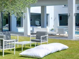 Bright House with Internet Access and Washing Machine - Viros vacation rentals