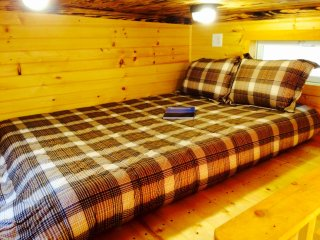 Romantic Cabin with A/C and Parking - Newport vacation rentals